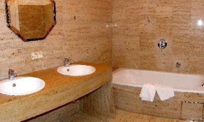 Badezimmer - Apartment mit 3 Schlafzimmern - Fux Altstadt Appartements Augsburg